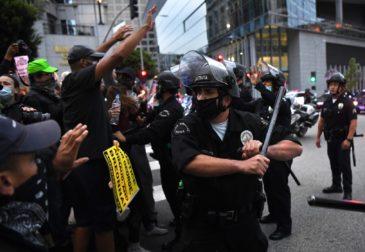 Бунтующие города США требуют справедливости